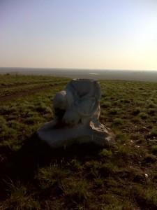 Остатки статуи пионерки