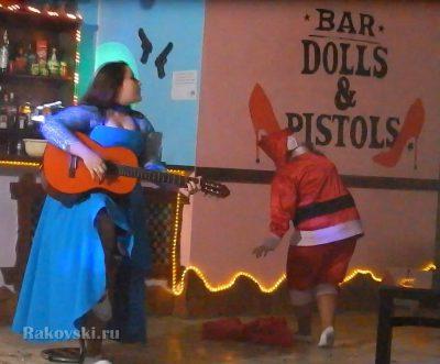 Куклы-Пистолеты открылись в Орске не так давно и на днях устроили Staff party, где мне посчастливилось присутствовать. Смысл мероприятия – просмотр номеров шоу-балетов для будущих корпоративов. Новый Год близко…
